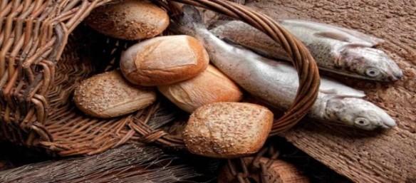 basket-bread-rolls-fish-750x330